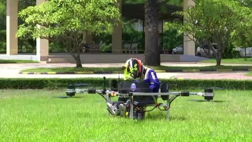 Estudiantes en Camboya construyen un dron tripulado