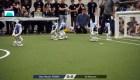 Robots juegan al fútbol en la Robocup de Japón