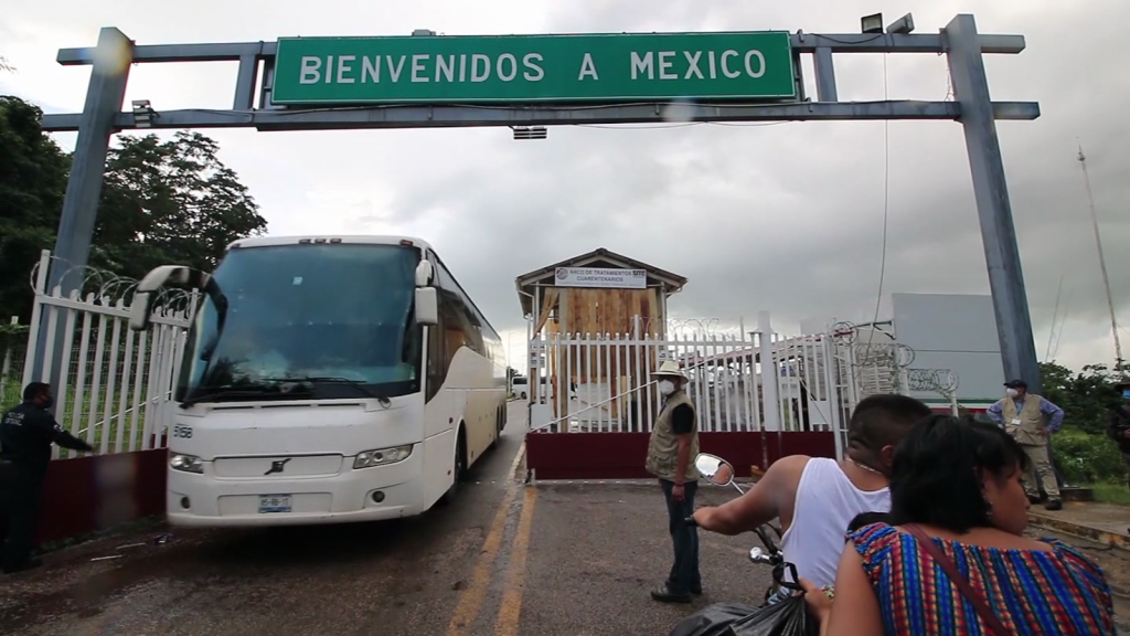 Con hambre y descalzos, así llegan deportados a Guatemala