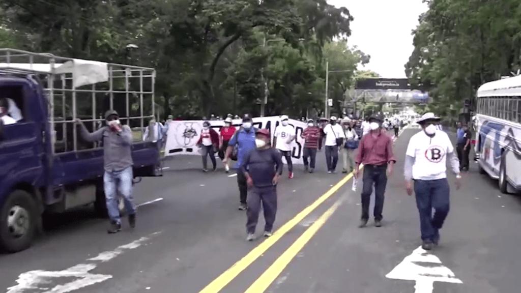 Protestan en El Salvador contra medidas de Bukele
