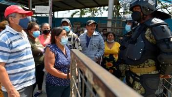 Viven angustia familiares de reos en cárcel de Ecuador