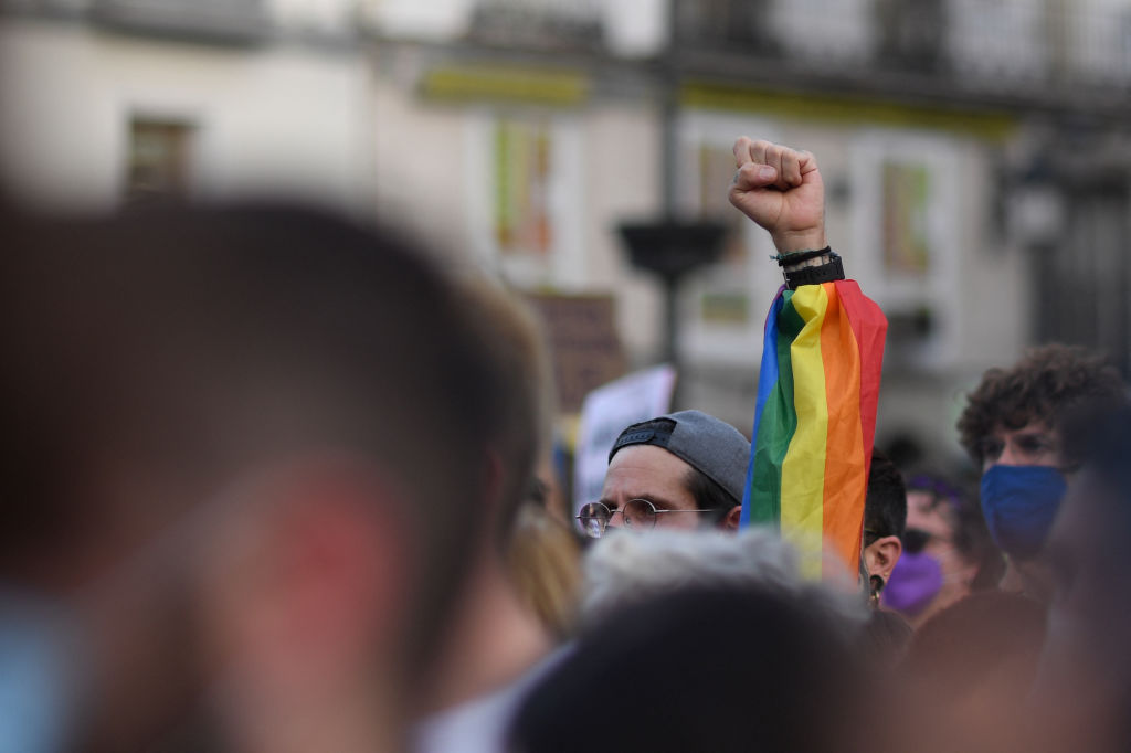 Spain: Hooded men recorded with a knife a homophobic insult in the buttock of a young man