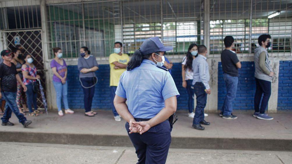 Autoridades sanitarias y observatorio independiente reportan aumento de casos de covid-19 en Nicaragua
