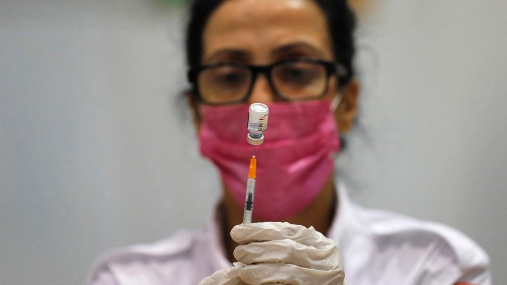 vacuna covid mascarilla getty