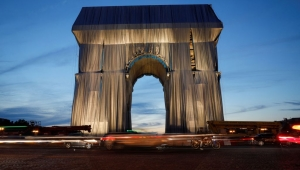 Así se ve el Arco del Triunfo envuelto, el proyecto póstumo del artista Christo