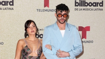 Gabriela Berlingeri y Bad Bunny desfilaron en la alfombra roja de los Premios BIllboard a lo mejor de la música latina (Fotografía: Alexander Tamargo/Telemundo Internacional)