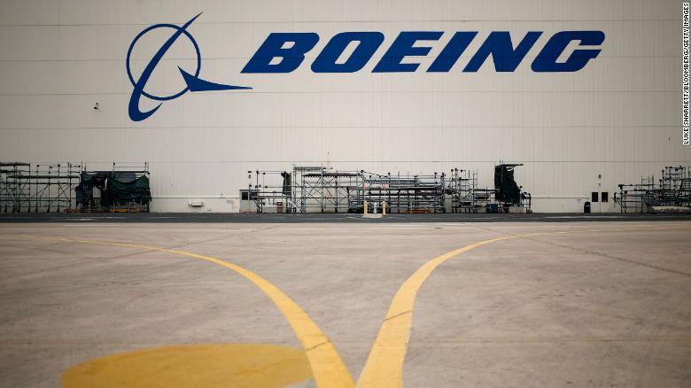 Boeing investiga botellas de tequila que se encontraron en un futuro Air Force One, según reportes