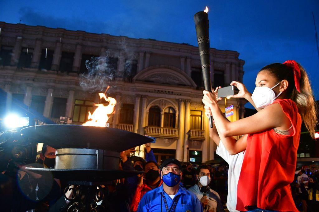 Bicentenario de Independencia de Costa Rica llega en medio de repunte de casos de covid-19
