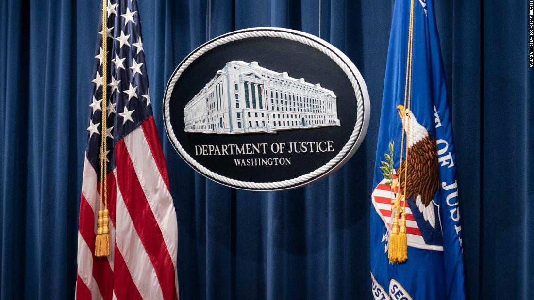 """La prohibición de los estrangulamientos para los agentes federales es la medida más reciente de la presión en Estados Unidos para exigir a la policía un """"nivel más alto"""""""