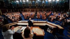 ANÁLISIS | La apuesta multimillonaria de Biden para cambiar a Estados Unidos está en peligro mientras Trump espera para abalanzarse