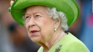 La Reina Isabel permanece en el Castillo de Windsor