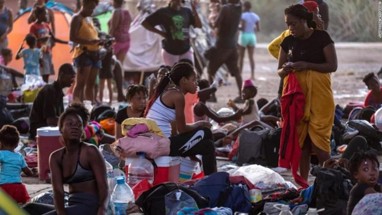 Por qué muchos miles de haitianos convergieron en la frontera entre Estados Unidos y México