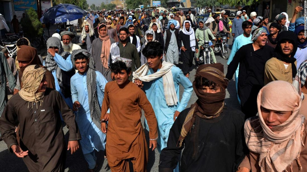 Los talibanes dan a miles de residentes de Kandahar tres días para abandonar sus hogares, dicen los manifestantes