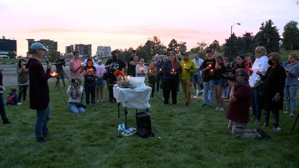Mientras una comunidad llora a Gabby Petito, se revelan más detalles sobre sus últimos días
