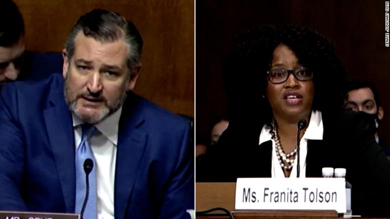 Debaten acaloradamente Ted Cruz y profesora en el Senado