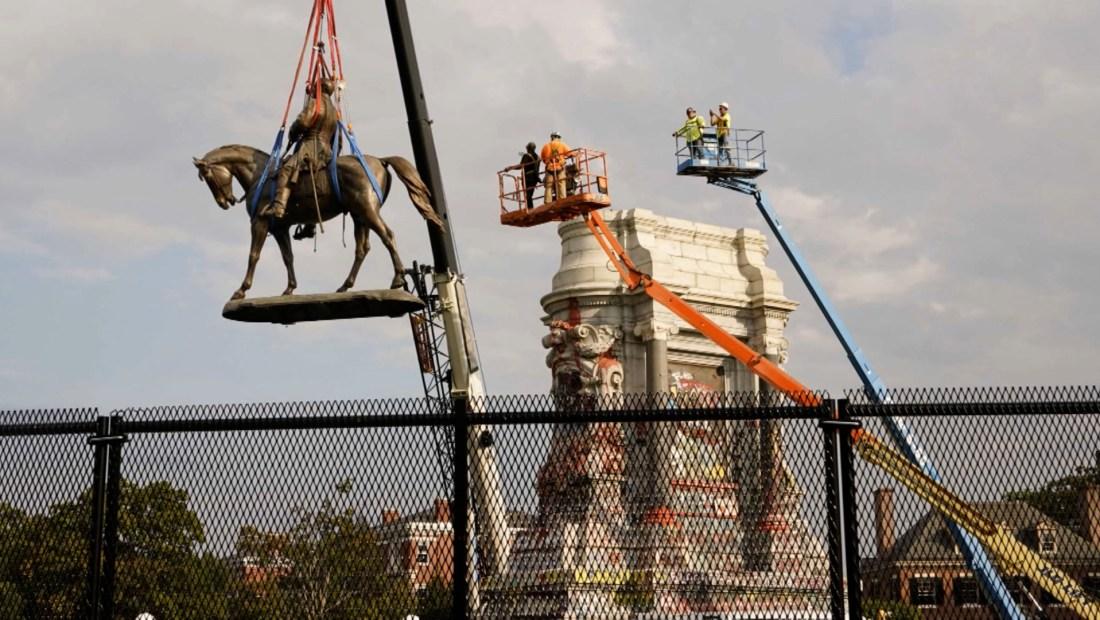 Así retiraron la estatua del general Robert E. Lee en Richmond, Virginia dusa