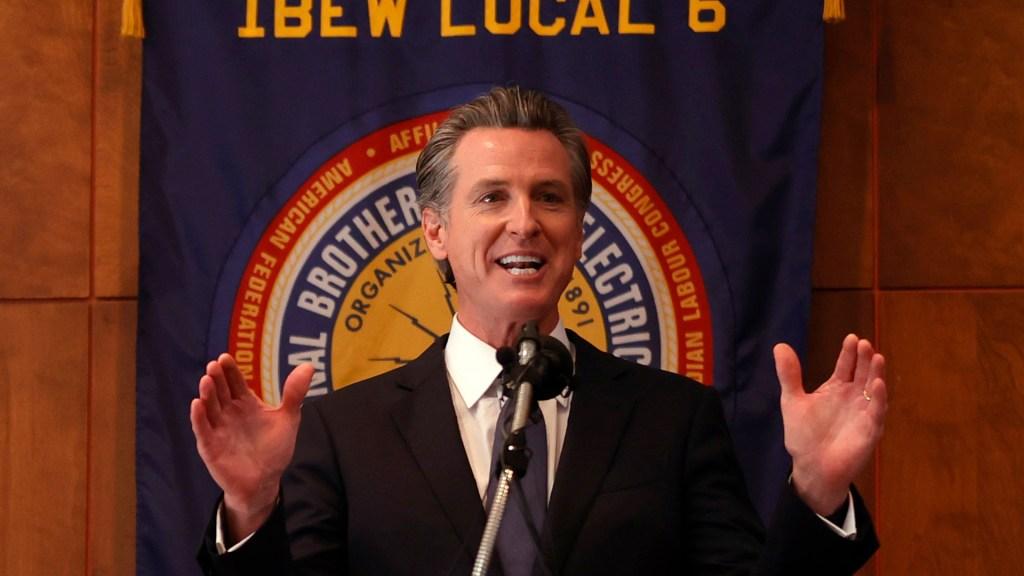 Con el apoyo de los votantes, el gobernador de California permanecerá en su cargo