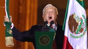 Así se vio el Grito de Independencia de López Obrador frente a un Zócalo sin gente