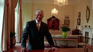 Subastarán objetos de Nelson Mandela