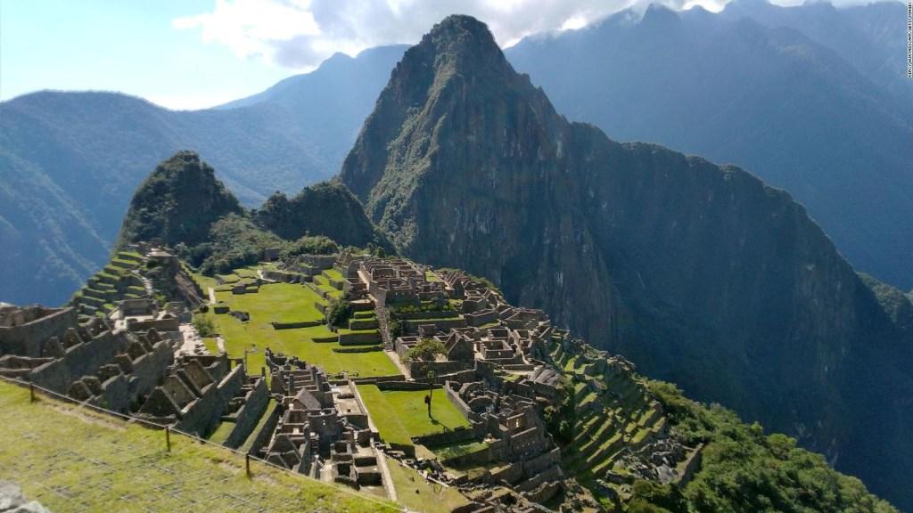 El director de cine Michael Bay, a solas en Machu Picchu
