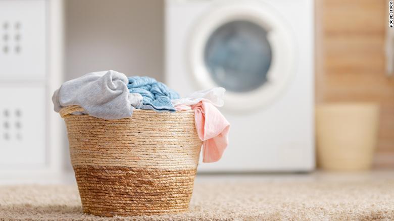 ¿Con qué frecuencia debes lavar tus toallas? Un experto contesta