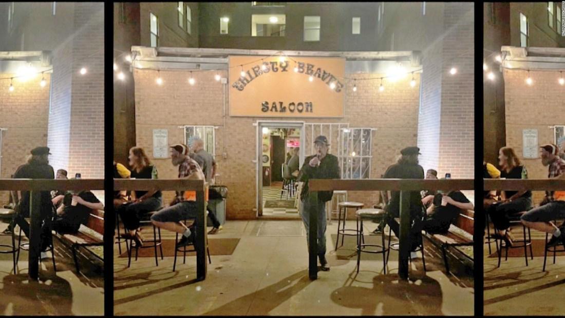 Mick Jagger entra en un bar y nadie se da cuenta