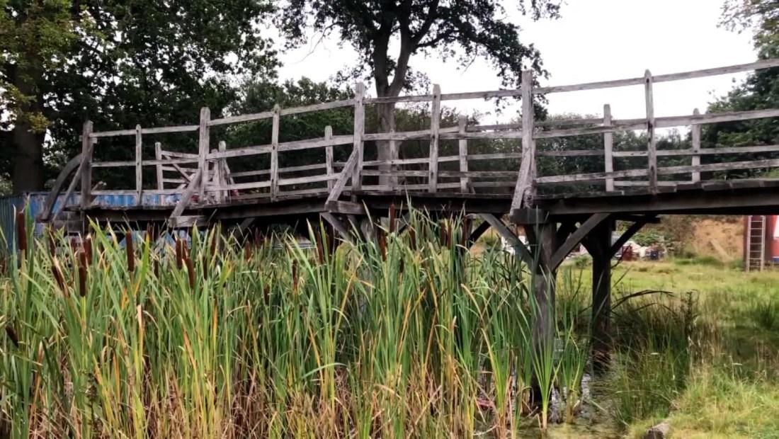 Subastan puente de Winnie Pooh