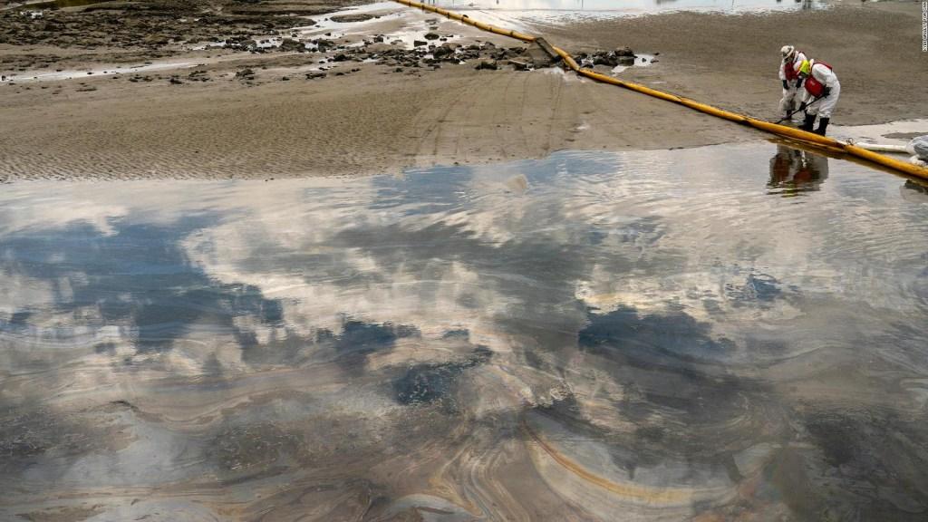 Derrame de petróleo en California, por orificio de 33 cm