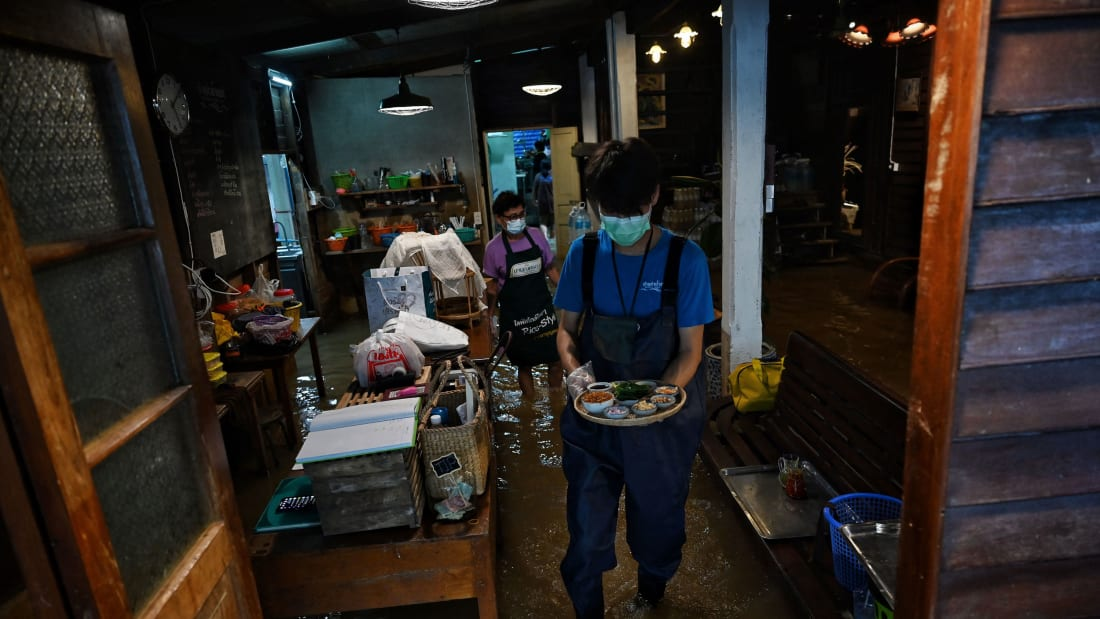 Tailandia restaurante inundado