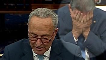 Mira la reacción de Manchin durante el discurso de Schumer
