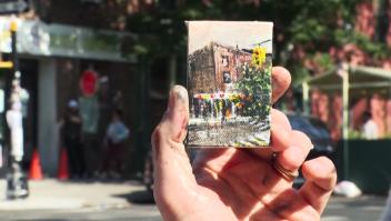 Este artista esconde sus pequeñas pinturas en Nueva York