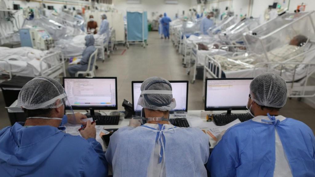 Brasil enfrenta críticas por su manejo de la pandemia