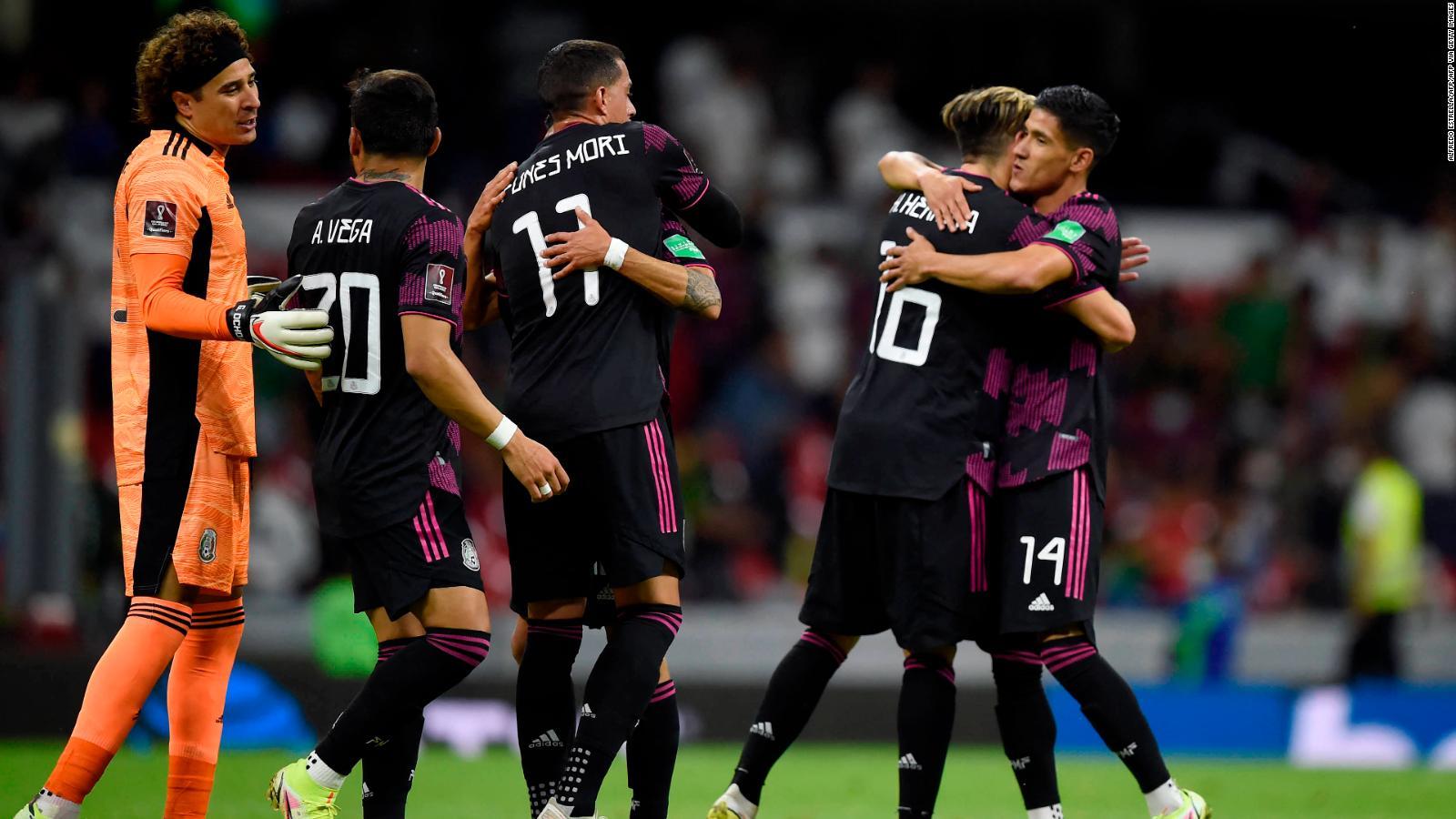 México ganó y gustó para recuperar el liderato en las Eliminatorias