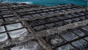 Sal negra: efectos de las cenizas en La Palma