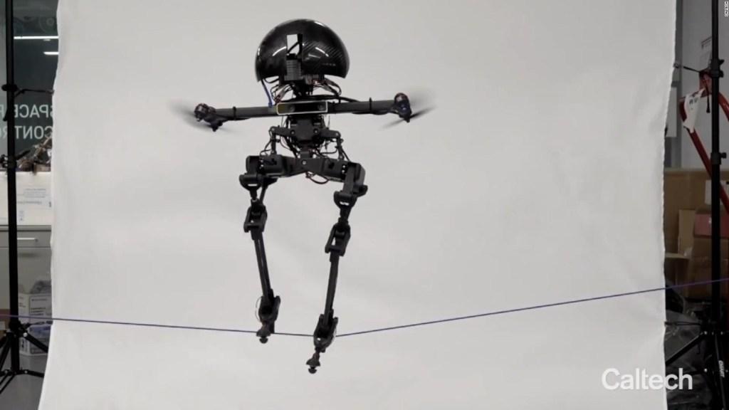 Este robot camina en la cuerda floja y puede volar