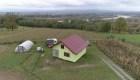 Hombre construye una casa giratoria en Bosnia