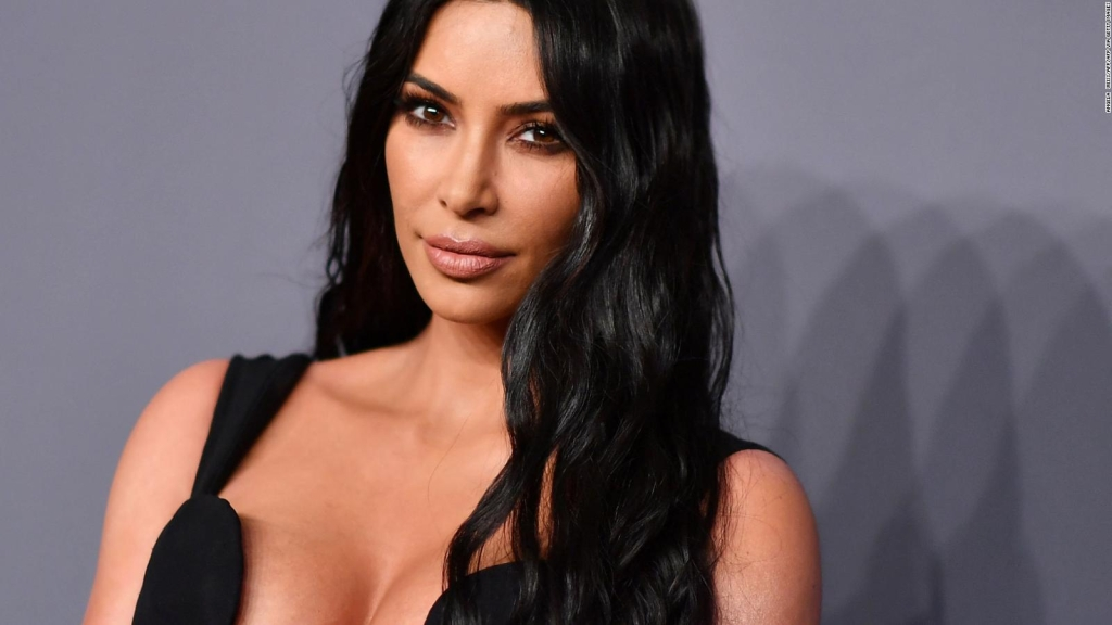 Kim Kardashian se moque d'elle et de toute sa famille