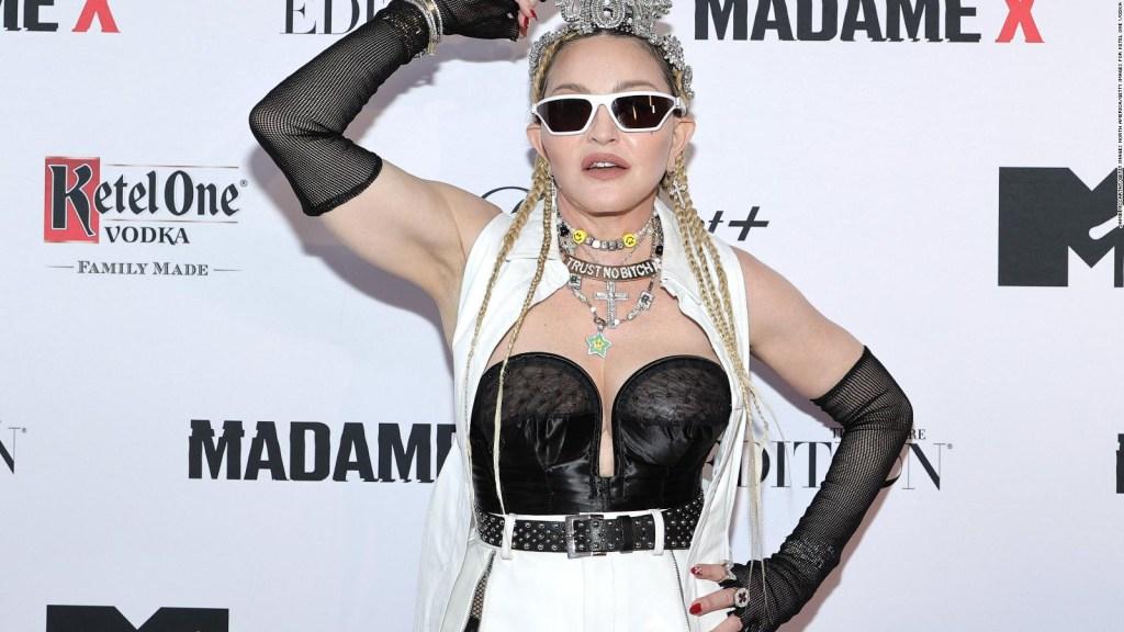Madonna montre à nouveau ses fesses