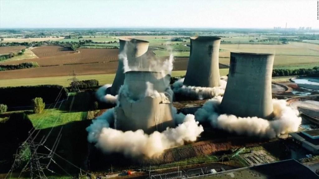 El momento exacto de la demolición de cuatro torres