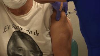 Texas inicia campaña de persuasión para vacunar a adultos