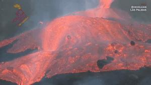 Un mar de lava cubre las montañas de La Palma