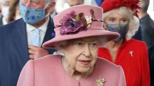La reina Isabel II cancela viaje tras recomendación médica de descansar unos días