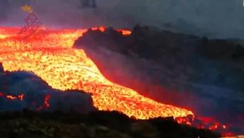 """""""Tsunami"""" de lava en canales del volcán en La Palma"""