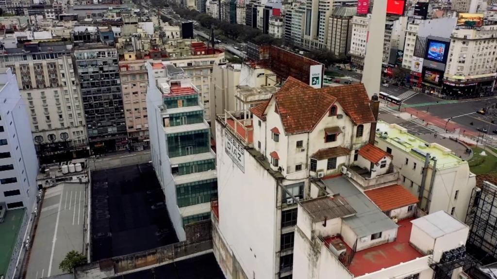 ¿Una casa sobre un edificio? Aquí te contamos la historia