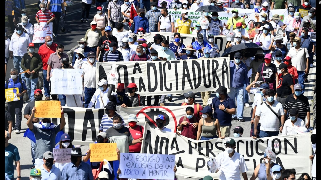 Así marcharon en San Salvador en contra del presidente Nayib Bukele
