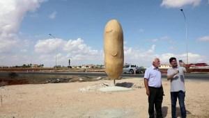 Mira esta polémica estatua de una papa