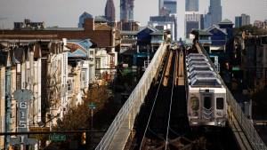 Mujer sufre presunta agresión sexual en un tren en EE.UU.