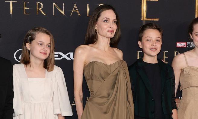 Angelina Jolie reaparece en la alfombra roja y deja a todos sorprendidos