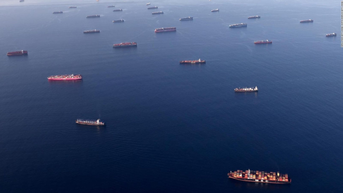 Puerto más grande de EE.UU. enfrenta acumulación récord