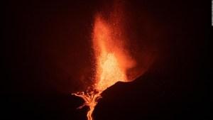 Ríos de lava atraviesan La Palma